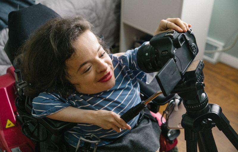 Хрустальная девушка стала модным блогером, чтобы побороть свои комплексы