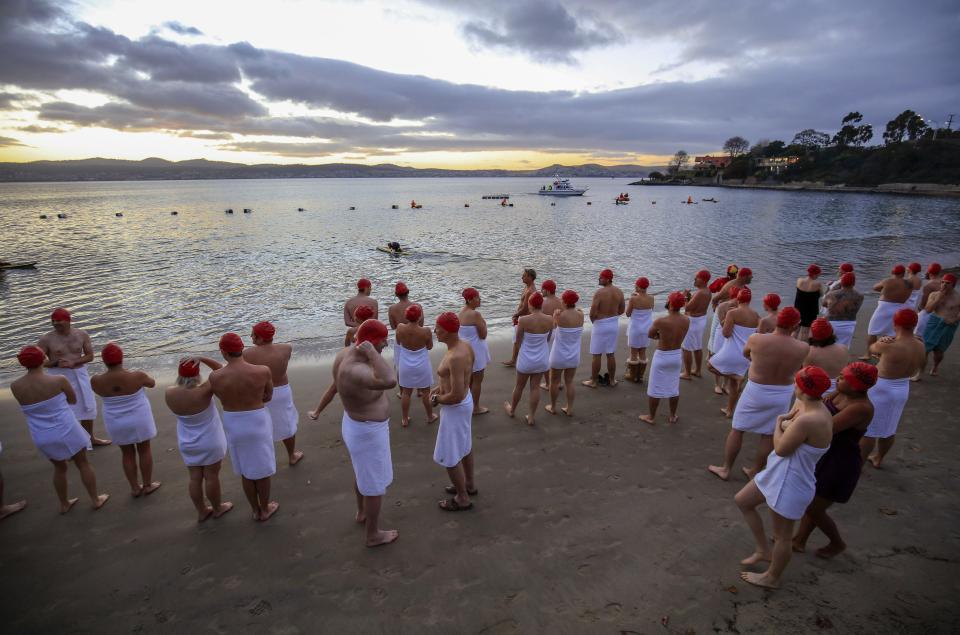 Голый заплыв в Тасмании