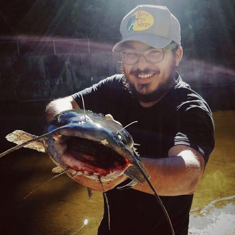 Рыбак поймал окуня с кротом внутри