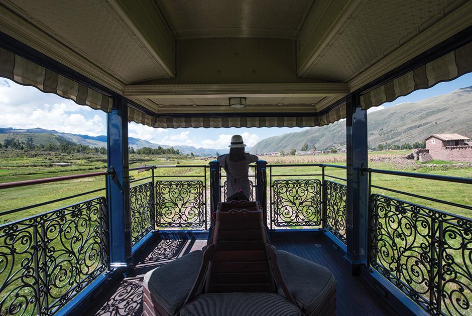 Палац всередині поїзда