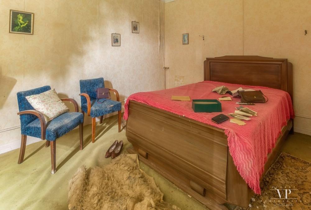 Внутри заброшенного дома