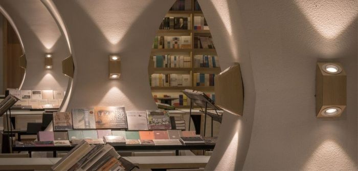 Бесконечный книжный тоннель в китайской библиотеке
