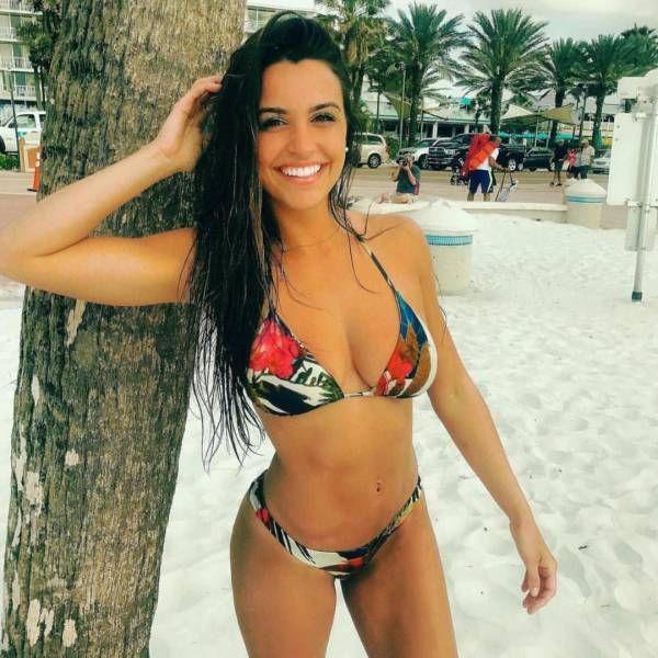 Красивые девушки в купальниках