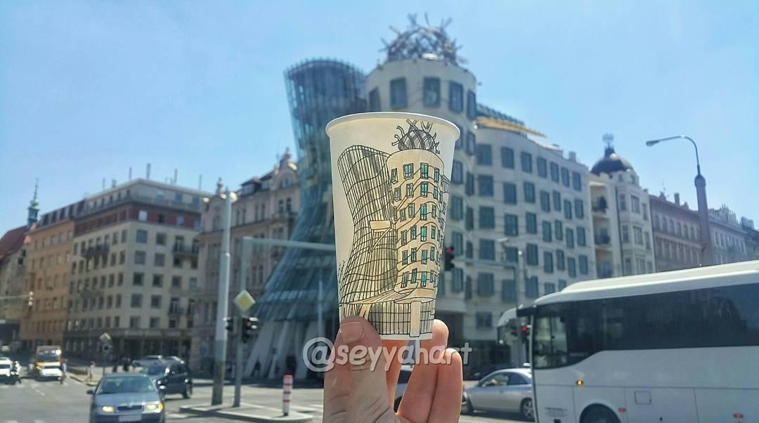 Бумажные стаканчики в качестве холста для картин