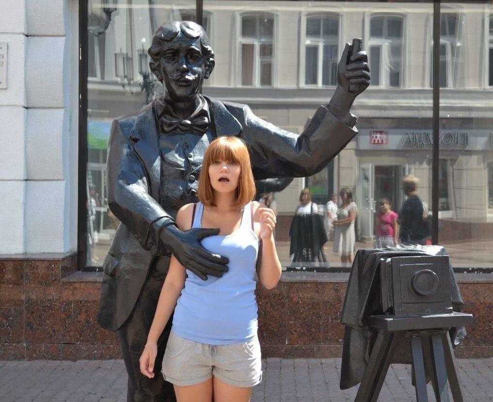 Девушки с памятниками фото