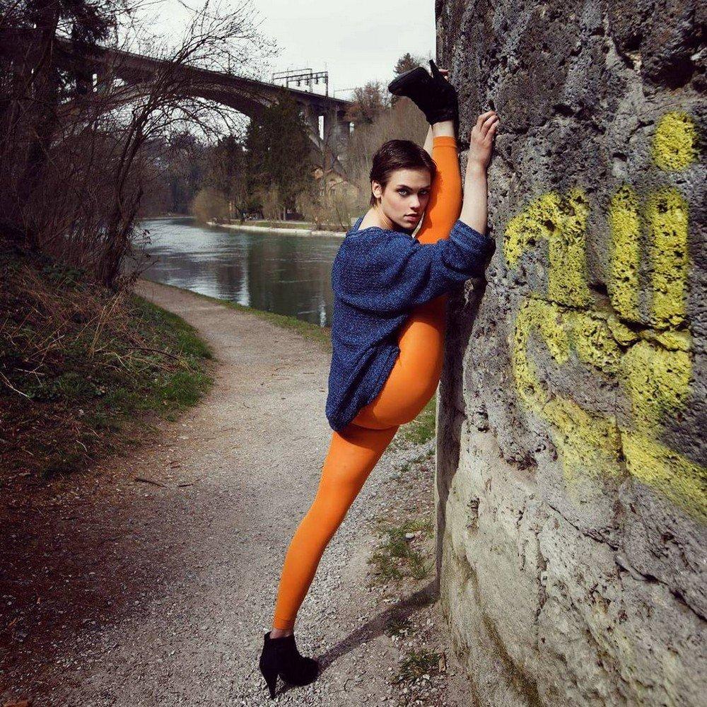 Гибкая гимнастка Нина Бурри на фото из Instagram