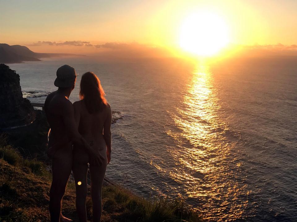 Instagram с голозадыми путешественниками набирает популярность
