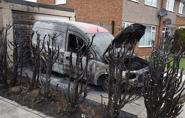Мужик решил избавиться от сорняков и сжег авто соседа