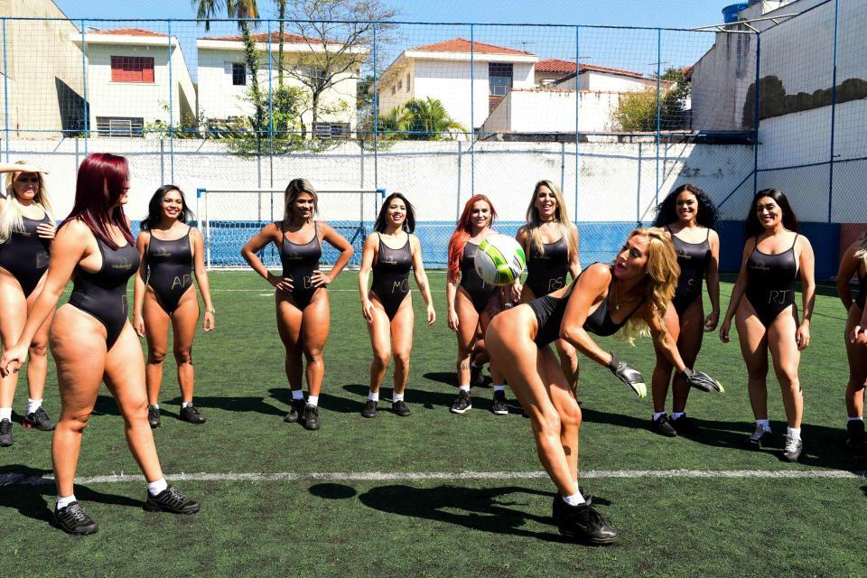 Участницы конкурса Miss Bum Bum 2017 сыграли в футбол