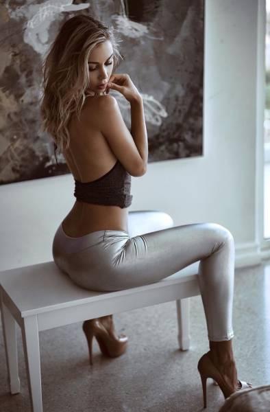 Красивые стройные девушки с отличными ногами