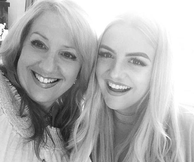 Мама и дочь, которые похожи на сестер
