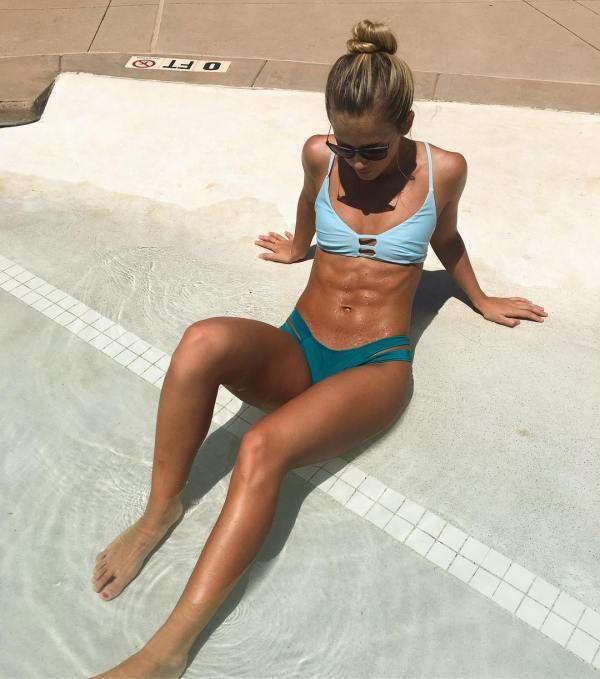 Спортивные девушки с подтянутыми животами