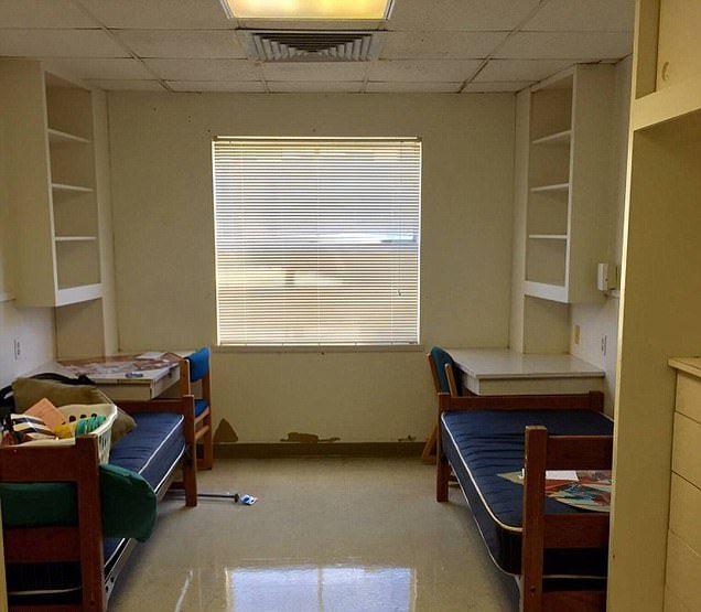 Студентки превратили комнату общежития в люксовый номер