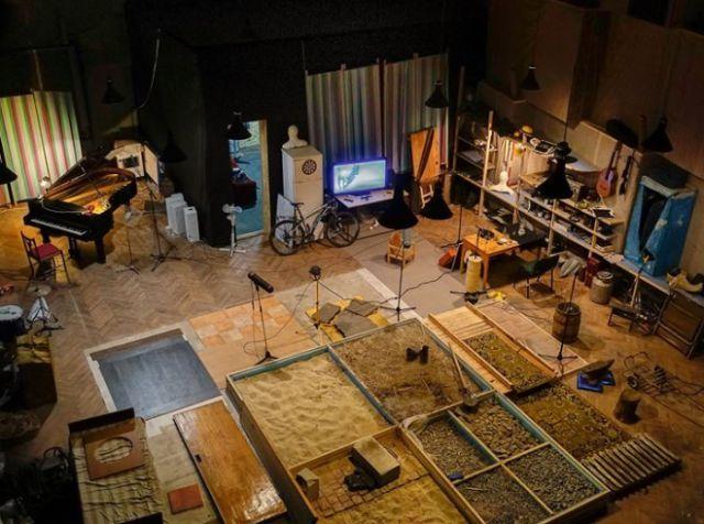 Шумовая комната студии звукозаписи для озвучки фильмов