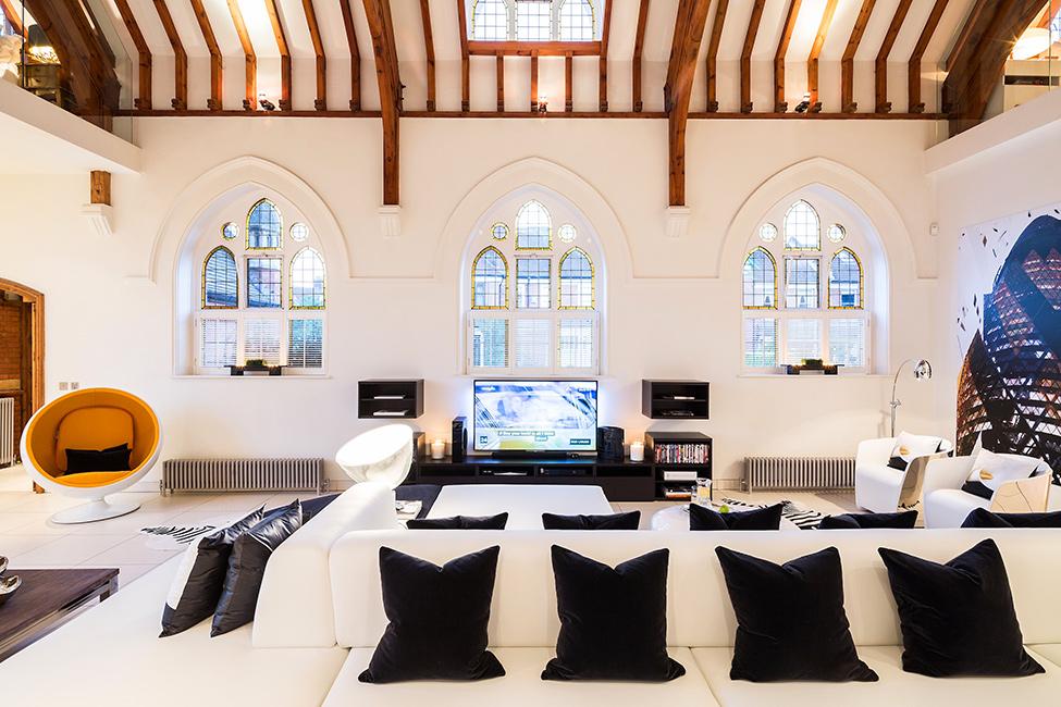 Заброшенную церковь превратили в роскошное жилище