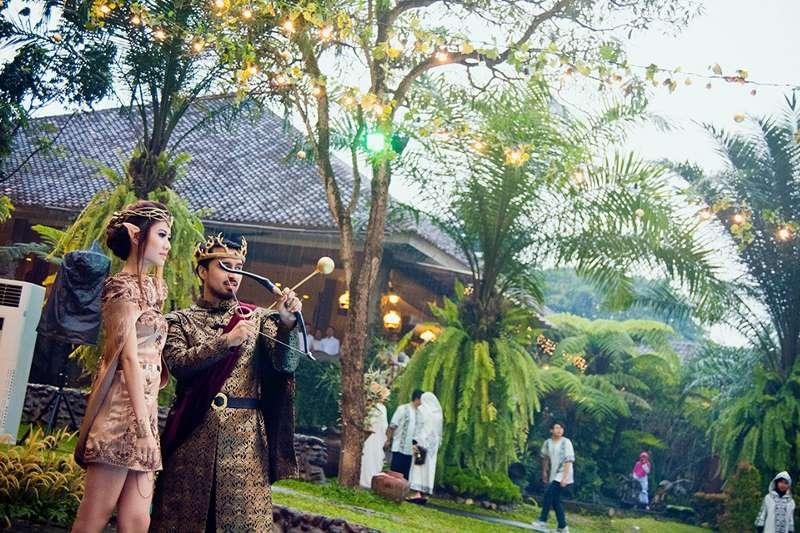 Фанаты Игры престолов устроили тематическую свадьбу