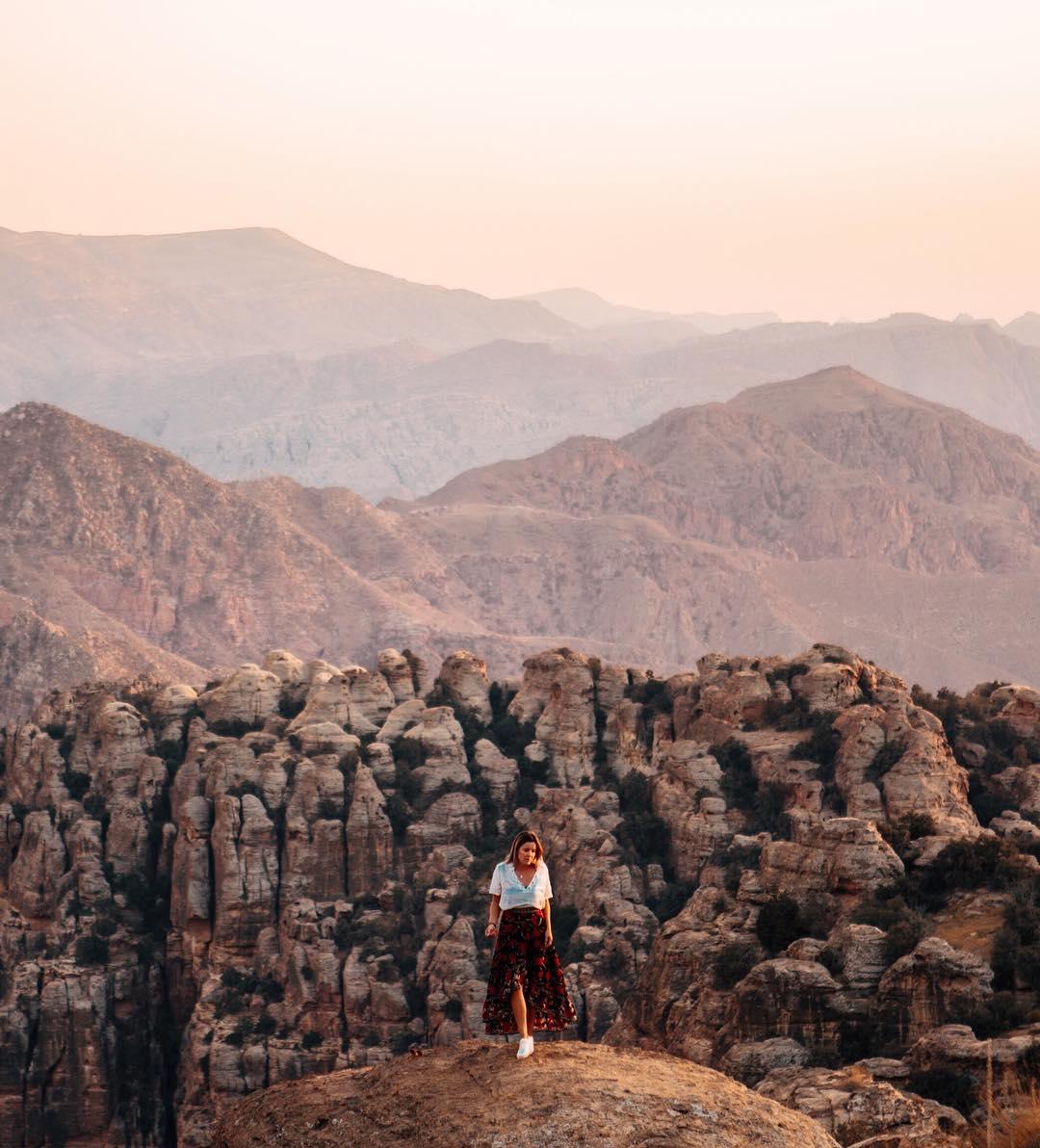 25-летняя девушка путешествует и зарабатывает в Instagram