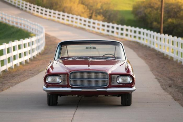 Купе Chrysler Ghia L6.4 1962 года