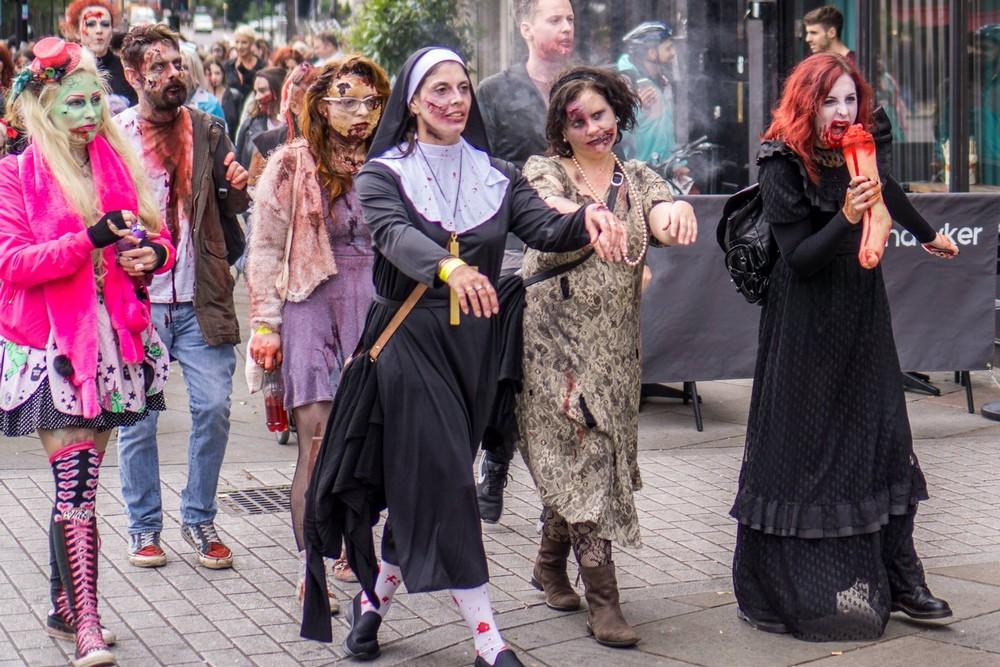 Зомби на улицах Лондона и Парижа