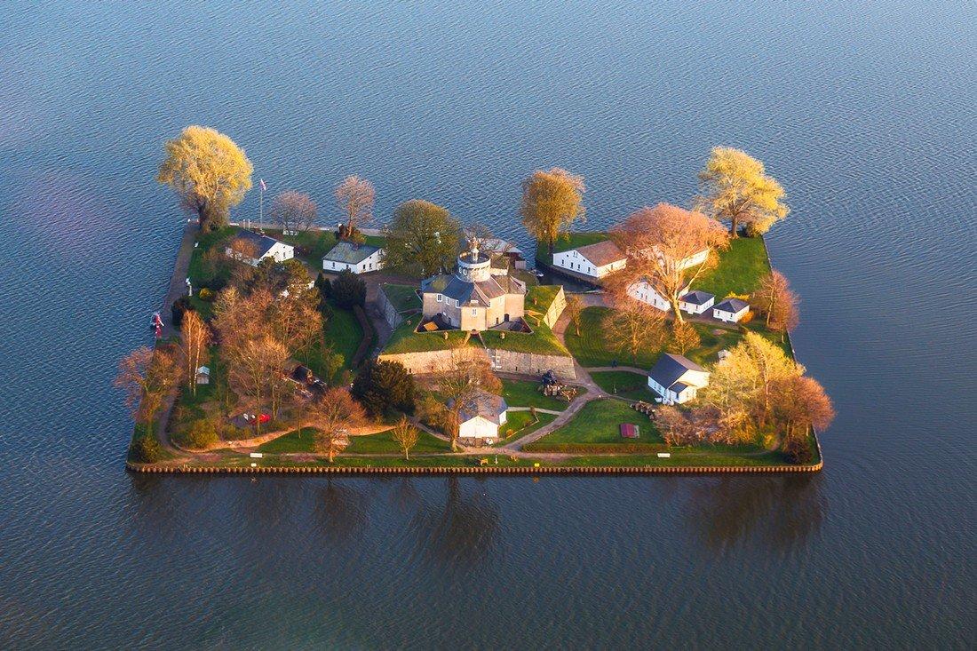 10 самых маленьких обитаемых островов в мире