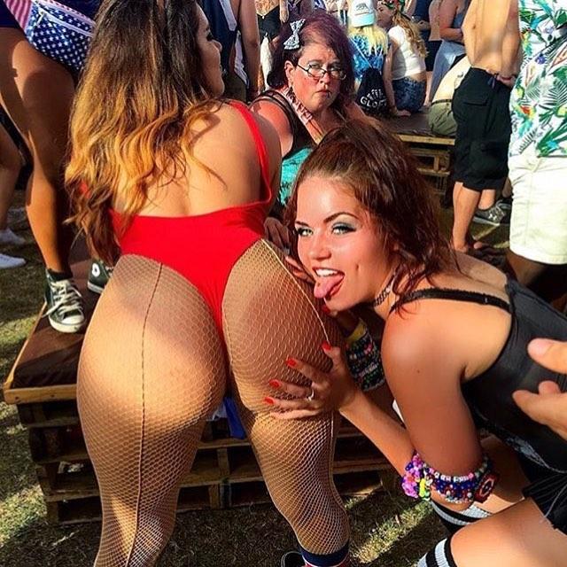 Красивые девушки с музыкальных фестивалей