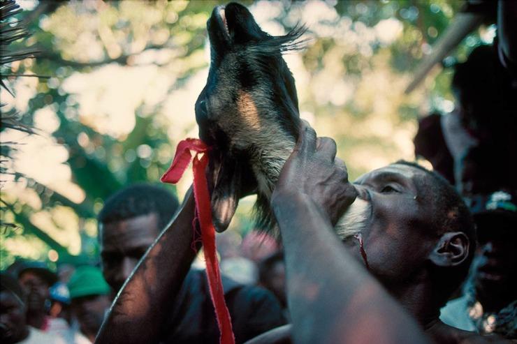 Шокирующие ритуалы из разных стран мира