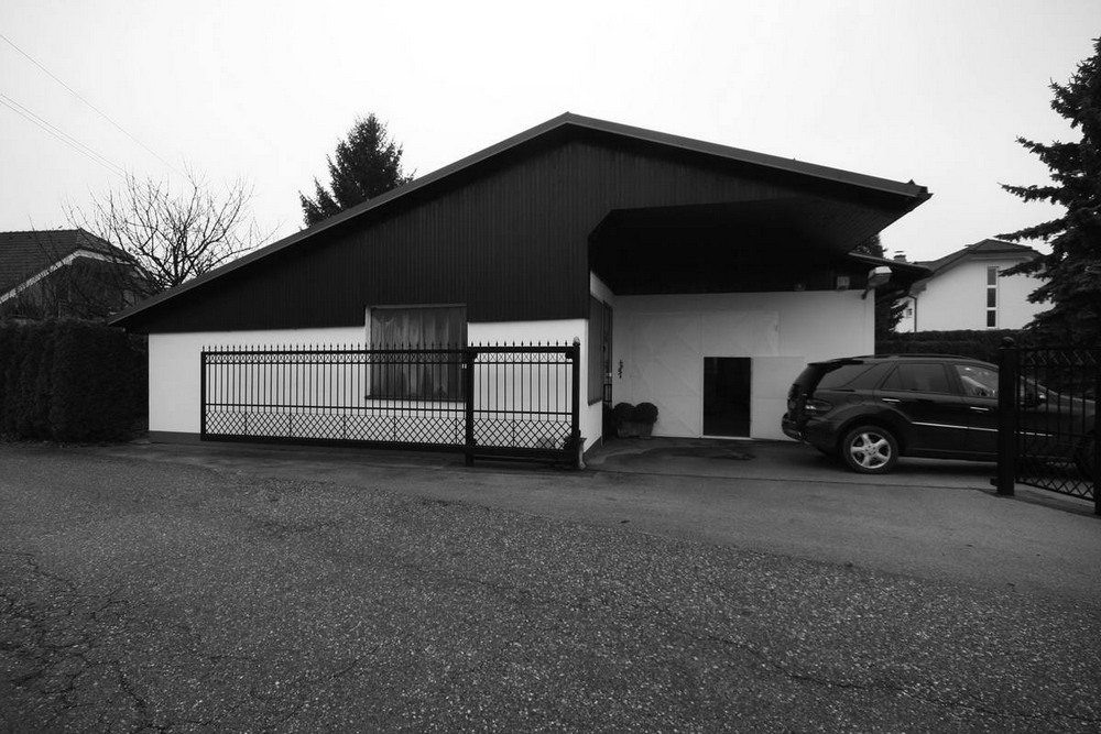 Современное жилище из старого сарая в Словении