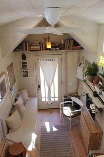 Миниатюрный домик со всем необходимым для жизни