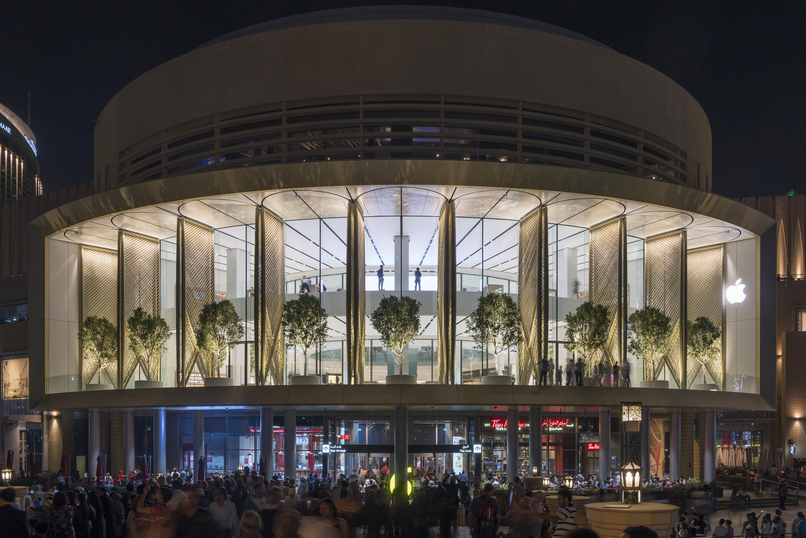 Флагманский магазин Apple в Дубае