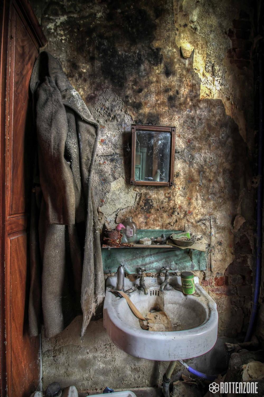 Удивительные интерьеры заброшенного особняка в Бельгии