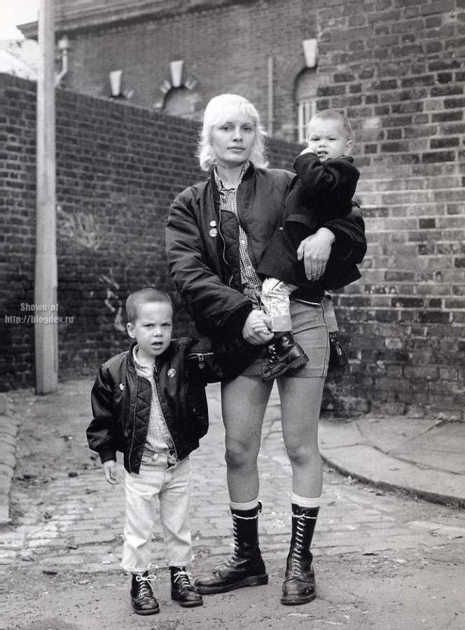 Представители молодежных субкультур Англии 1970-1990-х годов