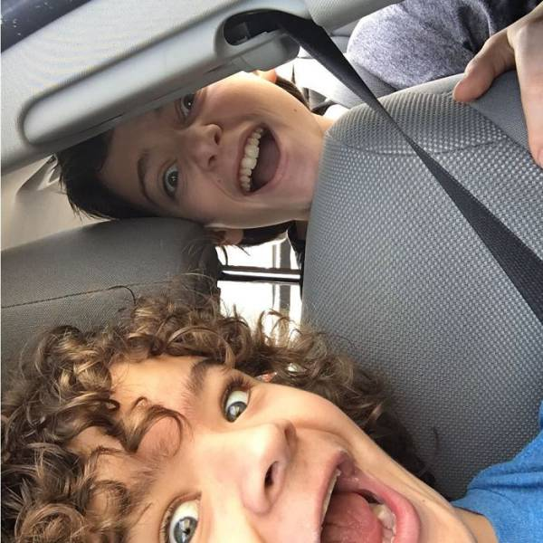 Фото в Instagram актеров сериала Очень странные дела