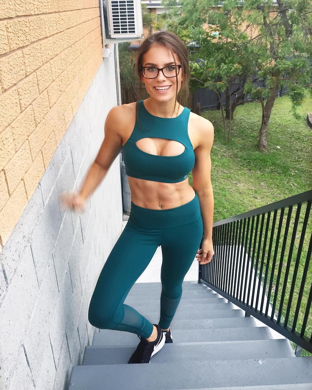 Красивые спортивные девушки