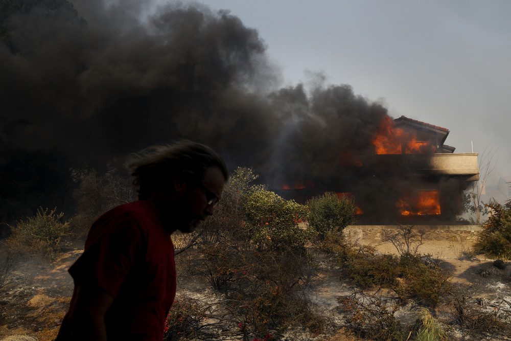 Лесной пожар бушует в Южной Калифорнии