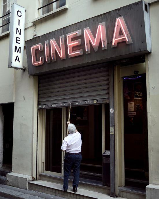 В Париже закрывают последний порнокинотеатр