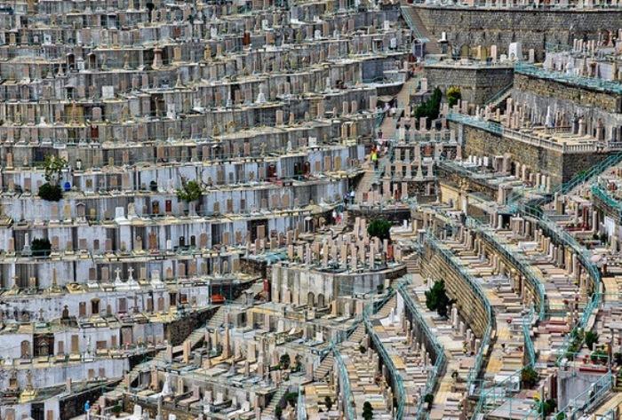 Вертикальные кладбища в разных странах мира