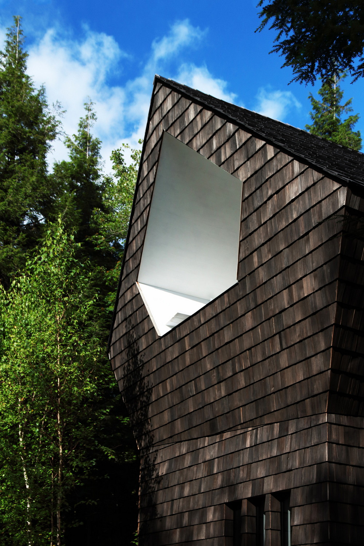 Уютный домик в канадском лесу