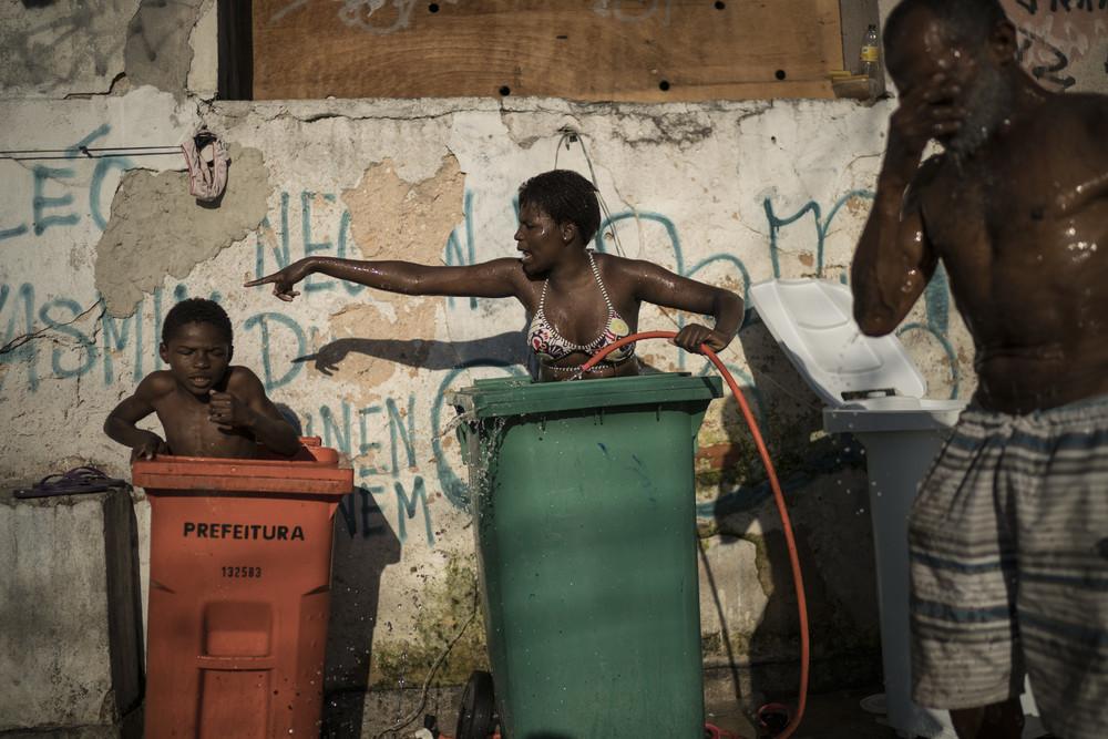 Нищие бразильцы живут в заброшенном здании института