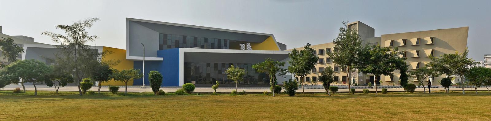 Студенческий хостел на 800 комнат в Индии