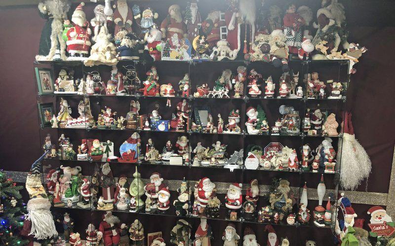 Коллекция из 4000 фигурок Санты