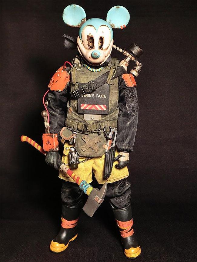 Японский художник превращает игрушки в постапокалиптические кошмары