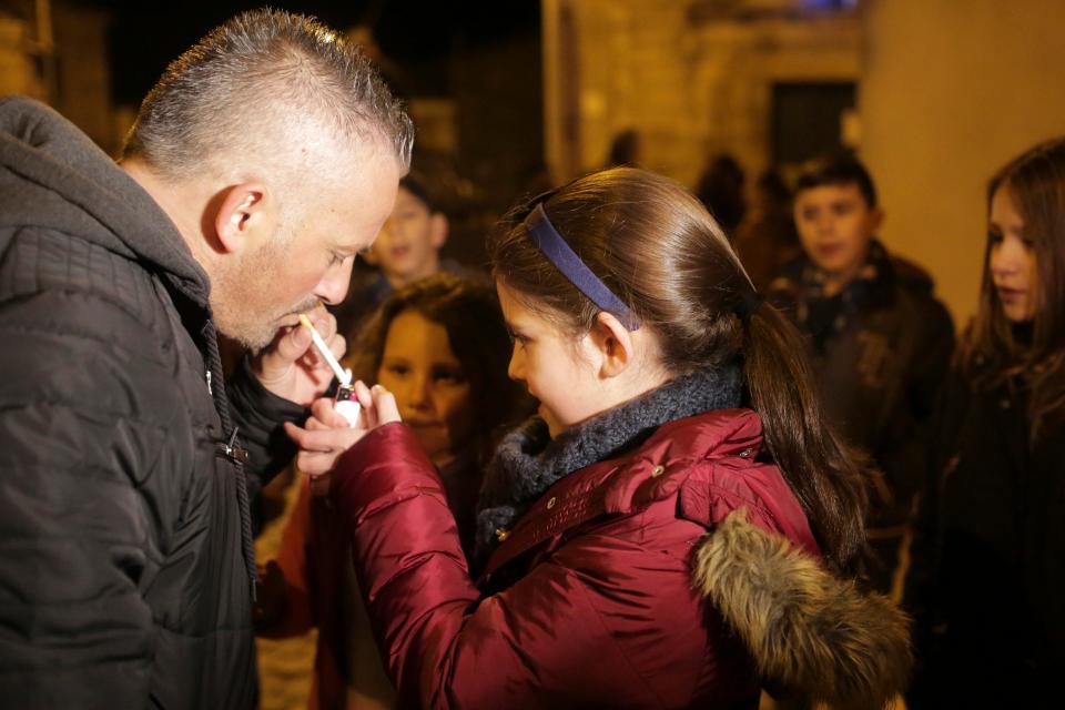 Праздник курящих детей в Португалии
