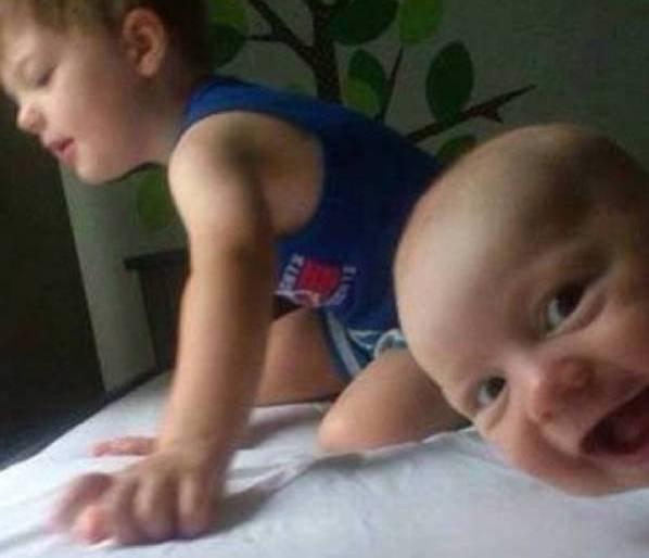 Смешные фотобомбы от малышей