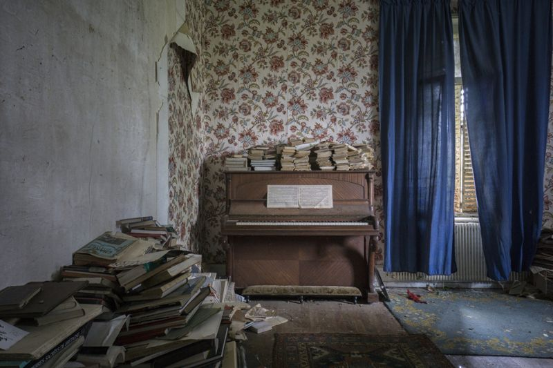 Заброшенные фортепиано и рояли со всего мира