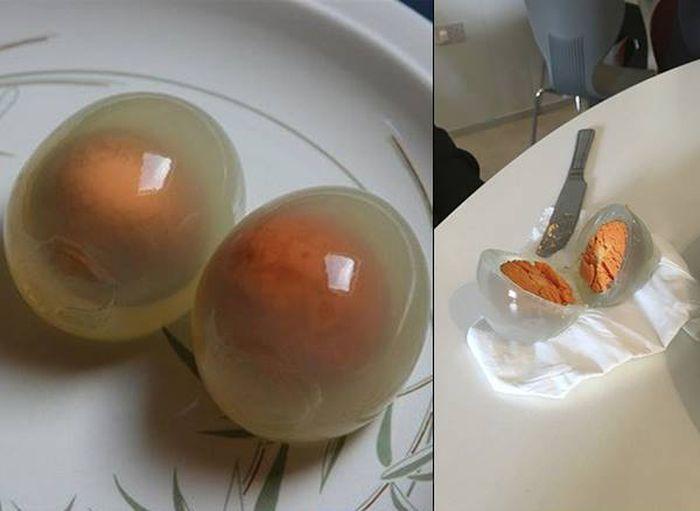 Вот как выглядят варенные пингвиньи яйца