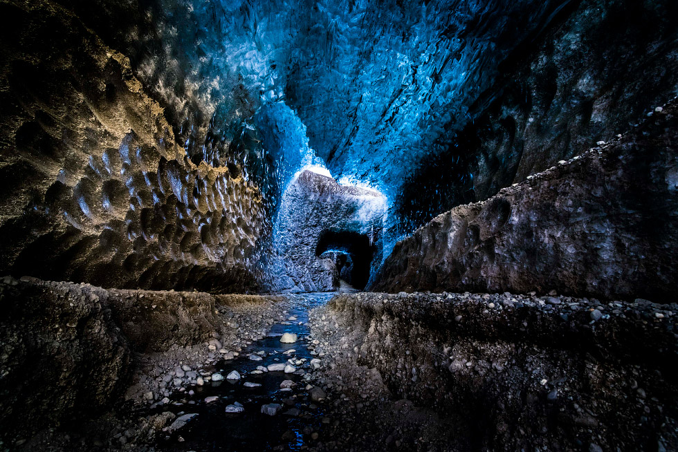 Ледяные пещеры на крупнейшем леднике в Исландии