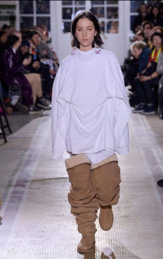 На Неделе моды в Париже представили угги-ботфорты