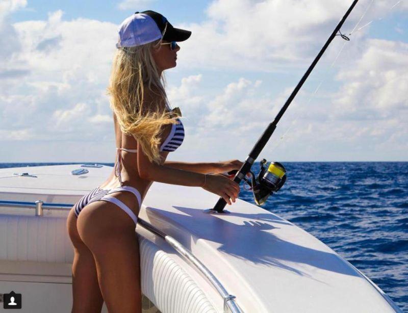 Бикини-модель и заядлая опытная рыбачка