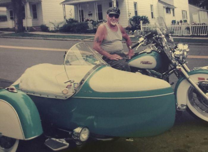 Байкер решил остаться со своим любимым мотоциклом даже после смерти