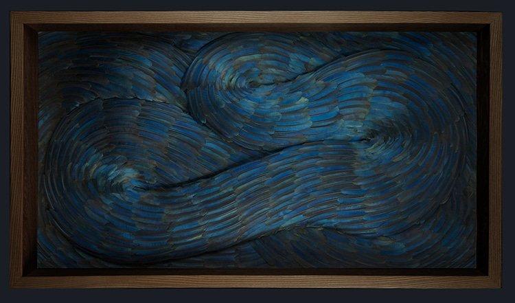 Сюрреалистические скульптуры из птичьих перьев